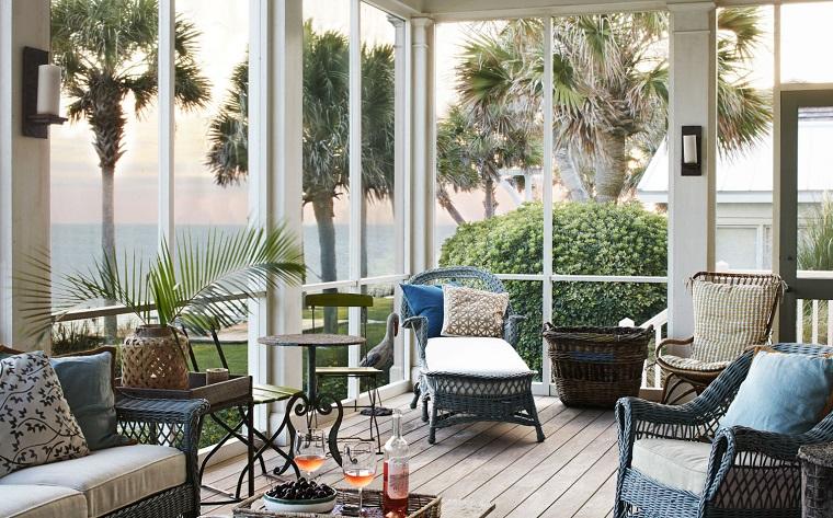 arredare veranda-mobili-colore-scruro