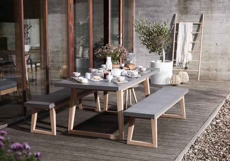 arredo-balcone-tavolo-panche-piante