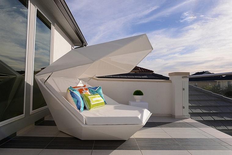 arredo-terrazzo-stile-moderno-letto-esterno