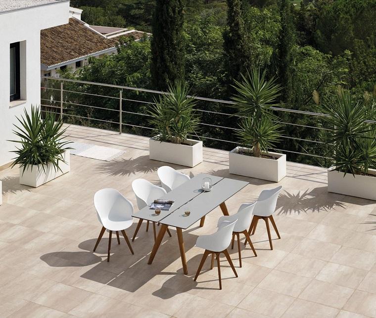 Arredamento terrazzo soluzioni moderne originali e di for Mobili giardino terrazzo