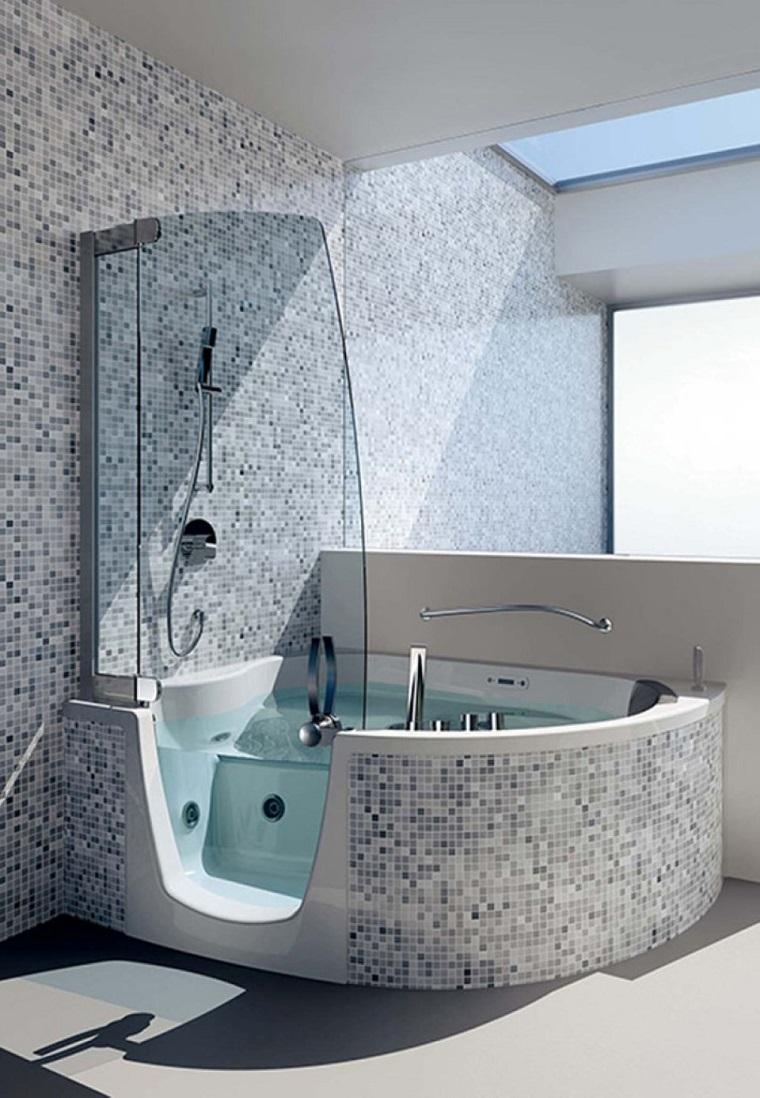 bagno-moderno-con-doccia-vasca