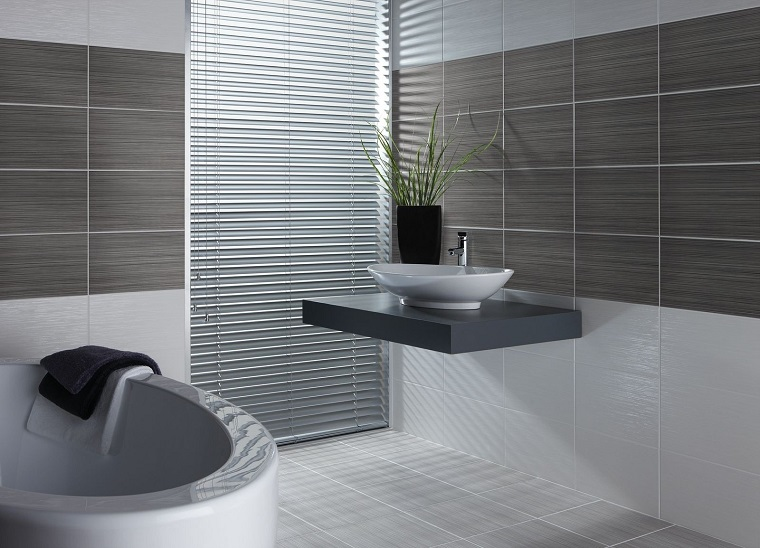 bagno-moderno-grigio-inserti-bianchi