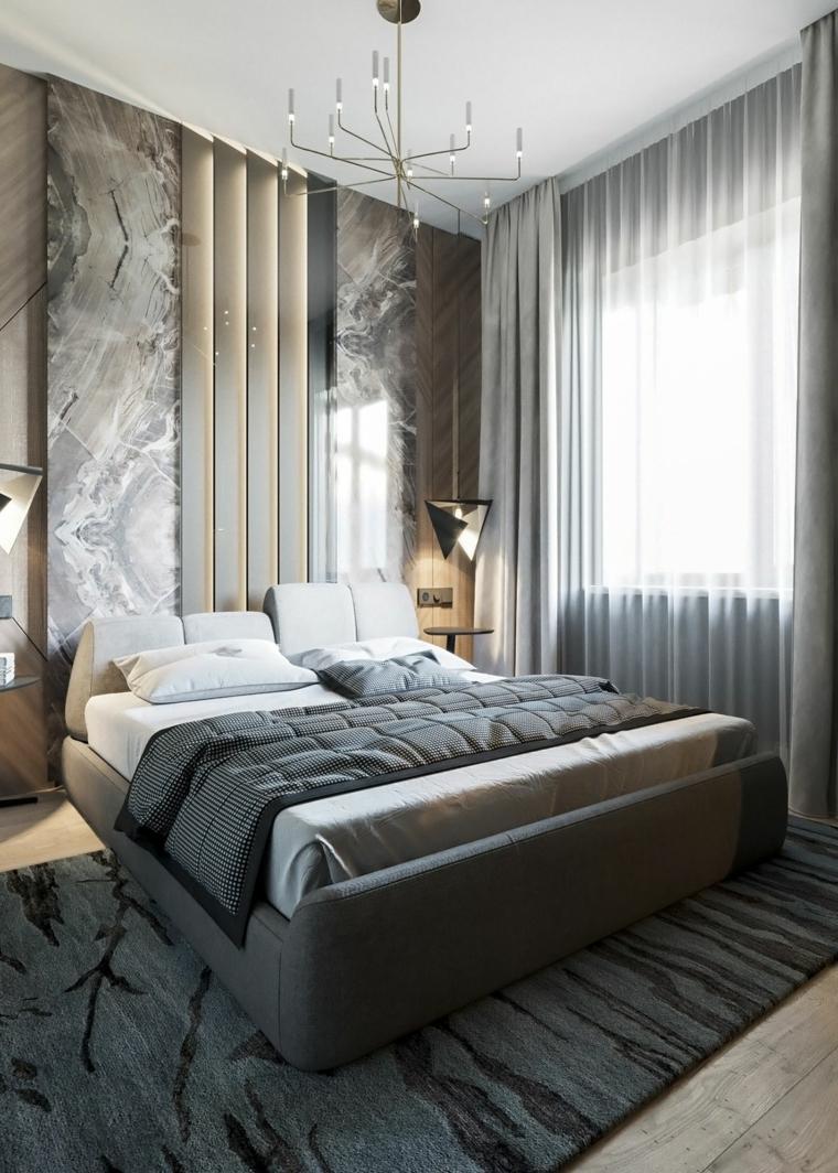 Parete effetto marmo, colori camera da letto, tende grigie, tappeto con motivi