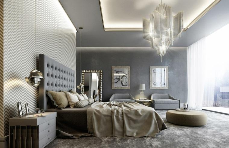 Testa letto imbottita, lampadario di cristallo, parete grigia, dipingere camera da letto due colori