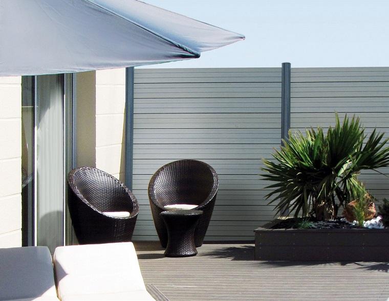 come arredare un balcone-stile-essenziale
