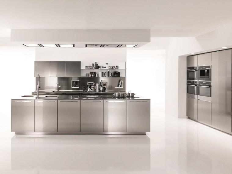 cucina-acciaio-design-lineare-moderno