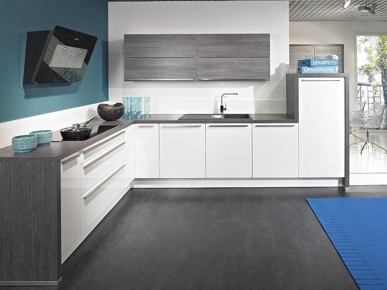 Cucina grigia e bianca luminosit ed eleganza in parti uguali - Cucina moderna bianca e grigia ...