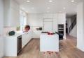 Cucina bianca moderna: ecco 10 idee di arredamento per uno spazio unico