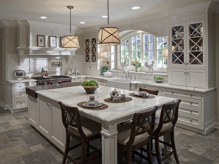 cucina-classica-bianca-isola-tavolo