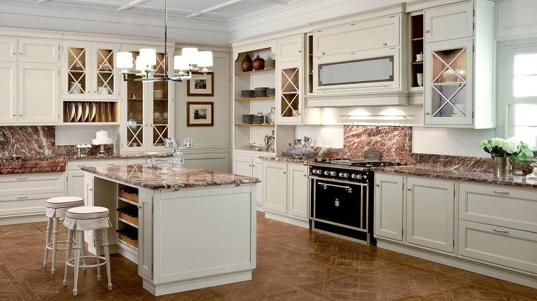 cucina-classica-bianca-pavimento-top-marroni