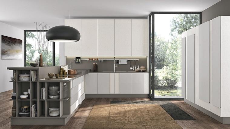 cucina grigia e bianca-penisola