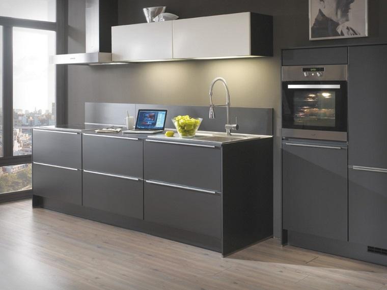 cucina grigia e bianca-soluzione-lineare