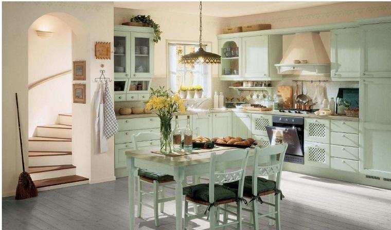 cucina-provenzale-mobili-legno-colore-chiaro