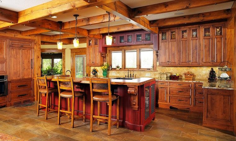 cucina-rustica-isola-centrale-sgabelli-alti