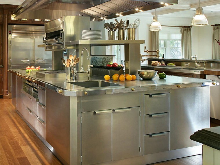 cucine-acciaio-grande-funzionale-isola