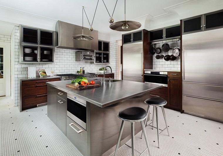 cucine-acciaio-isola-centrale-multifunzionale