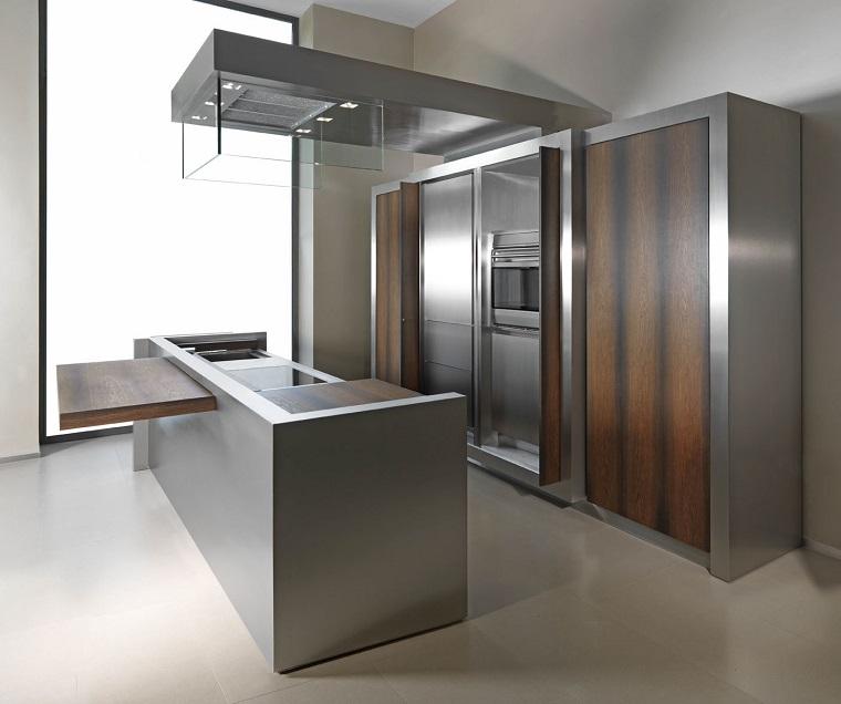 cucine-acciaio-moderna-inserti-legno