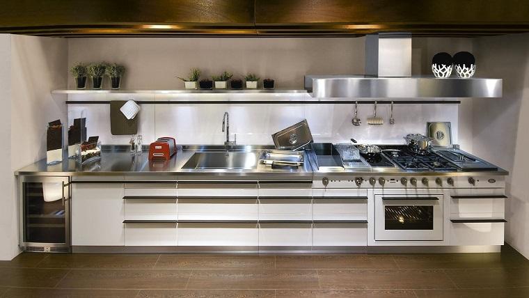 cucine-acciaio-soluzione-lineare-parete