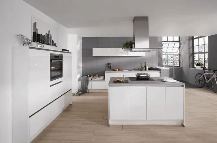 cucine-bianche-arredamento-moderno-pavimento-legno