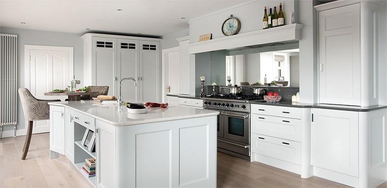 Cucine bianche classiche una scelta di stile sempre al for Traditional kitchens ireland