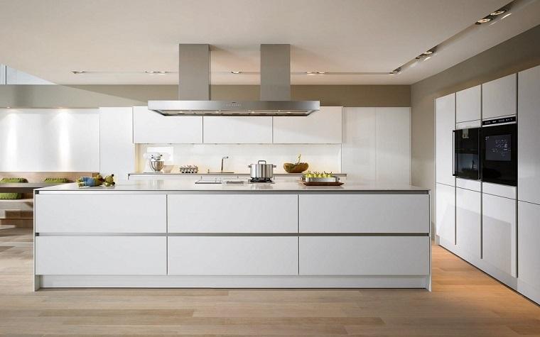 cucine-moderne-bianche-cappa-sospesa