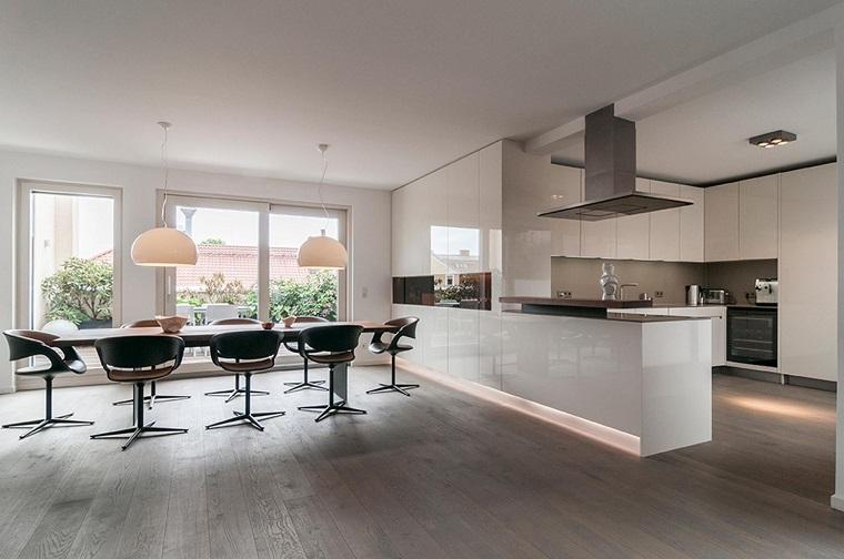Cucina open space ecco come fondere due ambienti in un for Open space moderni