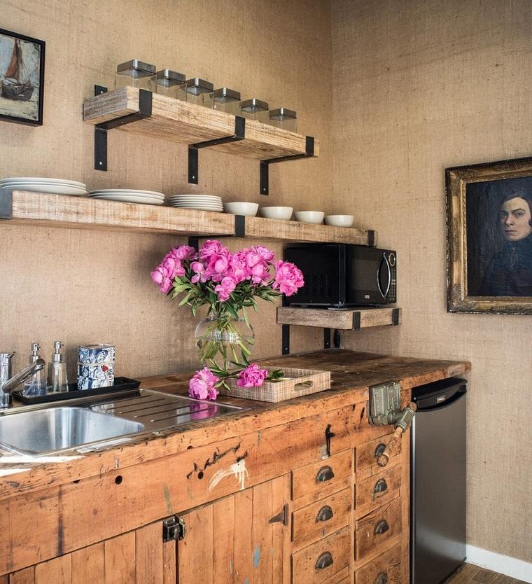 cucine-rustiche-legno-decorazioni-floreali