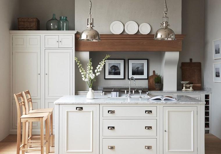 cucine-stile-country-colore-bianco-isola-centrale