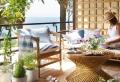 Decorare balcone: i colori dell'estate per un'oasi di benessere