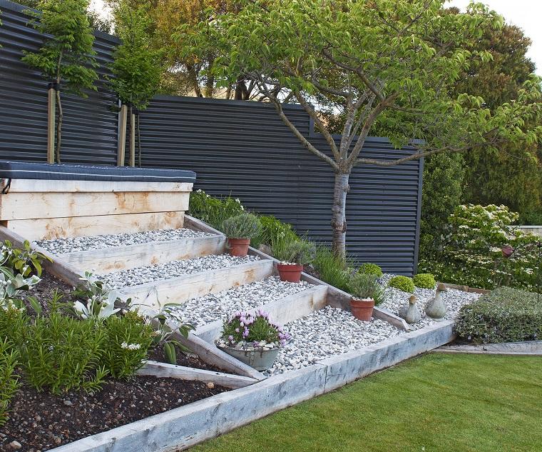 Giardino in pendenza idee e soluzioni per la - Idee giardini piccoli ...