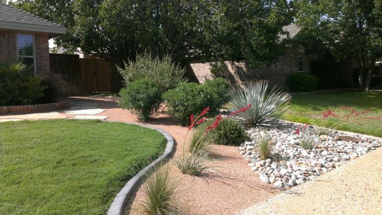 giardino-allestito-pietre-piante-verdi