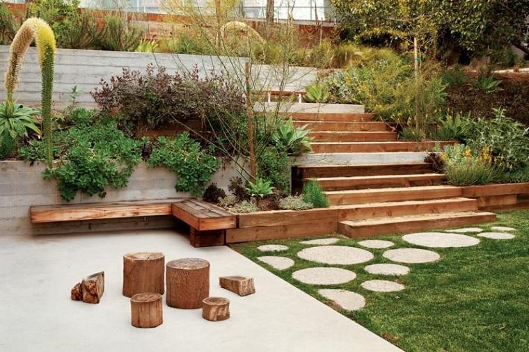 Giardino in pendenza idee e soluzioni per la - Idee progettazione giardino ...