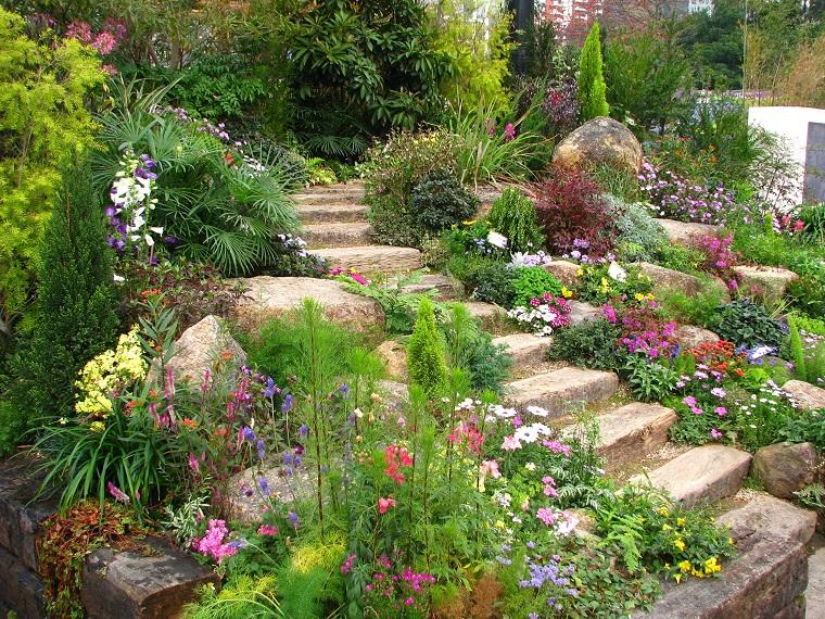 giardino in pendenza-design-scalini-piante