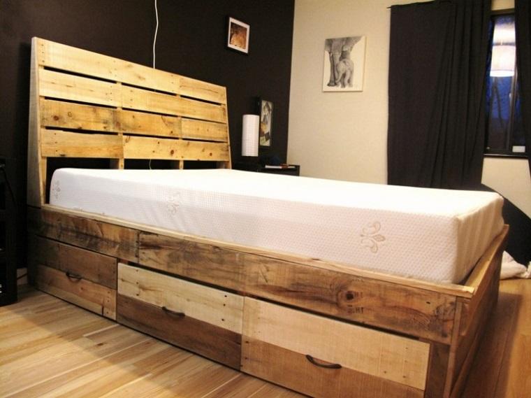 pallet-arredamento-letto-scaffali