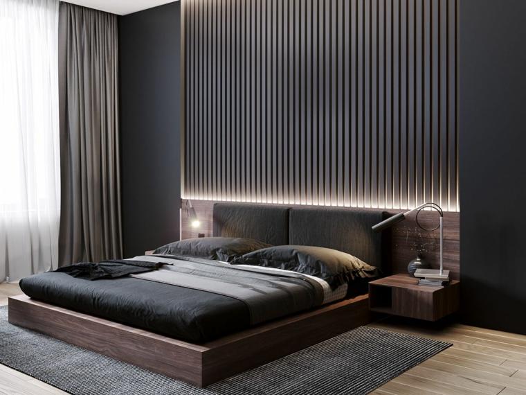 Illuminazione nascosta, parete dietro letto in legno, tende bianche e grigie, tappeto e pavimento in legno