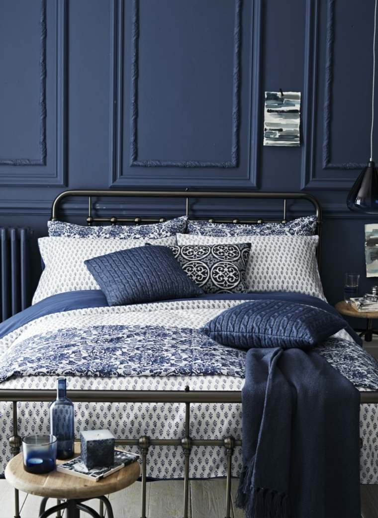 pareti-camera-da-letto-blu-arredamento-classico-mobili-ferro-battuto