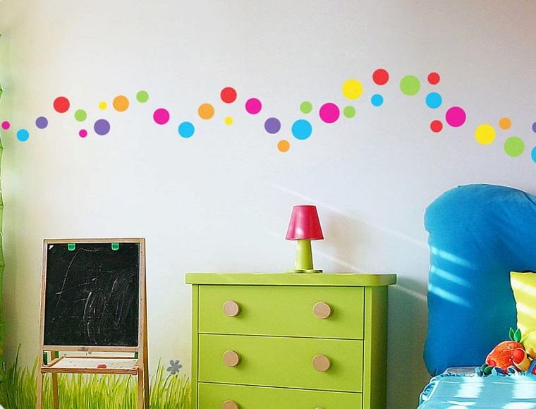 pittura-cameretta-cerchietti-tanti-colori