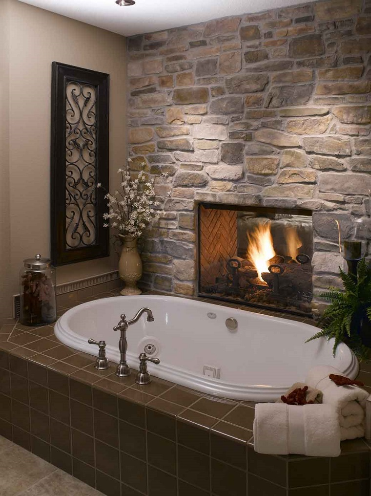rivestimento-bagno-moderno-pietra-camino