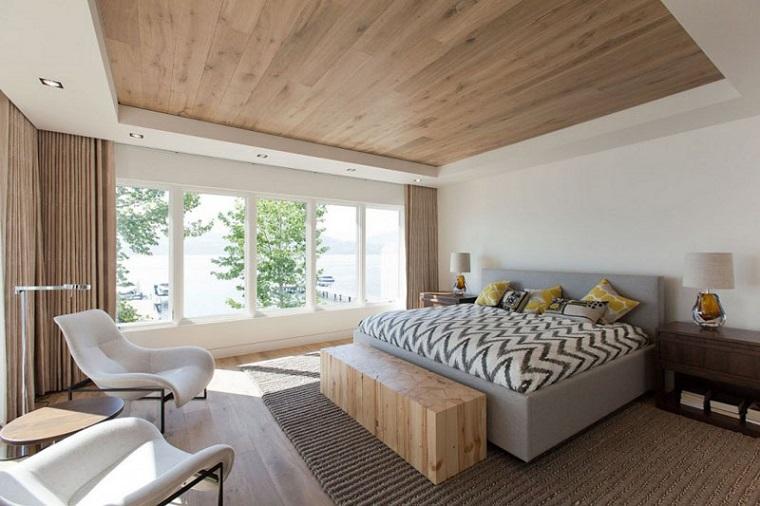 soffitti-in-legno-colore-chiaro-camera-letto