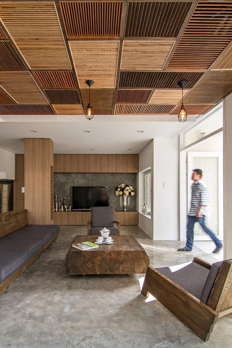 soffitto-legno-decorato-tonalita-colore-diverso