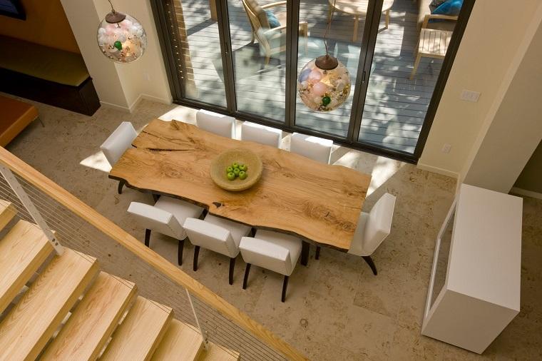 Tavoli in legno grezzo un dettaglio rustico di grande - Piastrellato rustico significato ...
