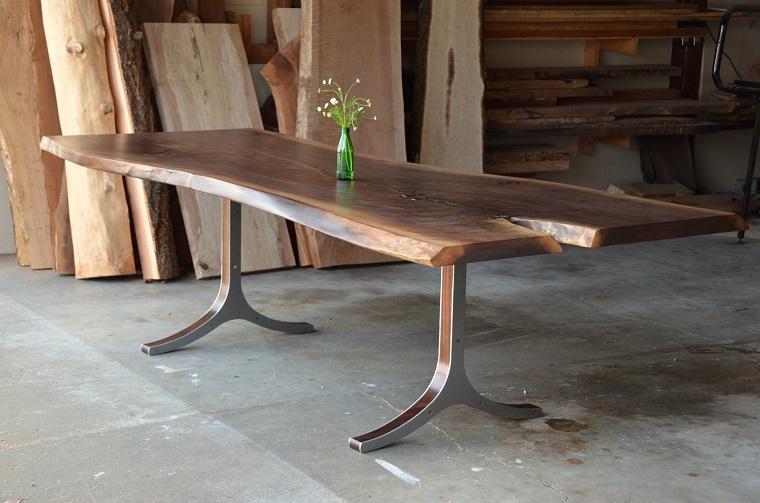 Tavoli In Legno Rustici : Tavoli in legno grezzo un dettaglio rustico di grande effetto
