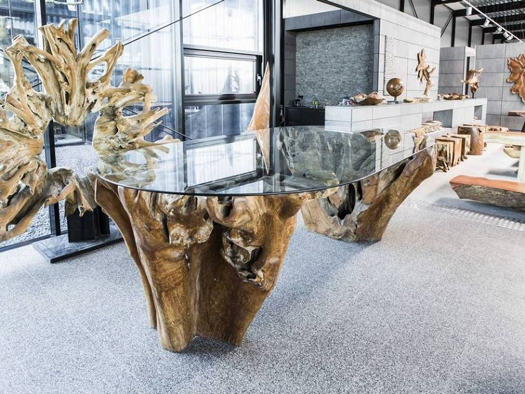 tavolo-legno-grezzo-superficie-vetro