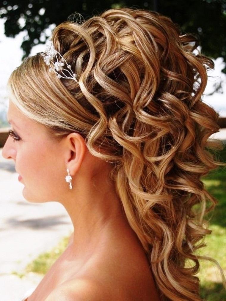 acconciatura-sposa-capelli-lunghi-ondulati