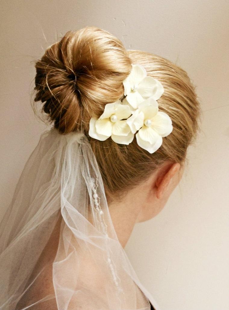 acconciatura-sposa-chignon-alto-fiore-lato