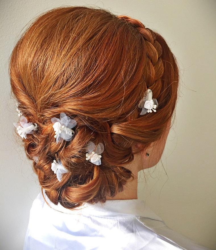 acconciatura-sposa-chignon-fiori-puntati