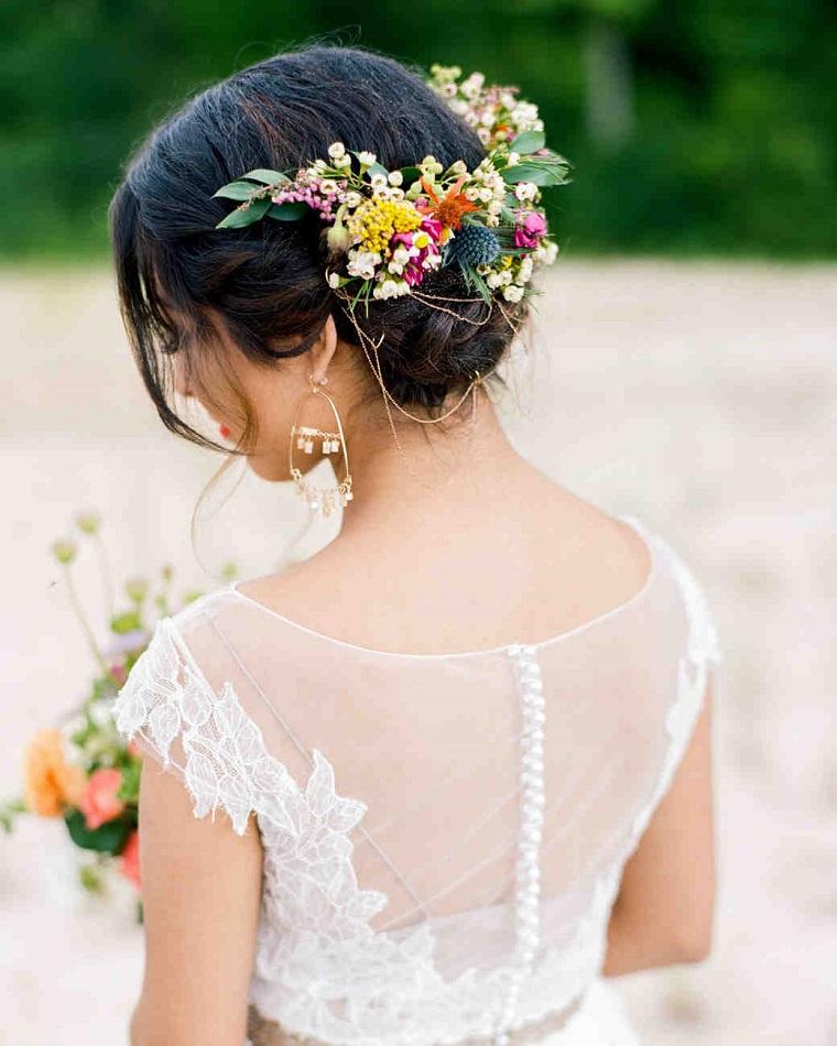 acconciatura-sposa-raccolto-fermaglio-fiori