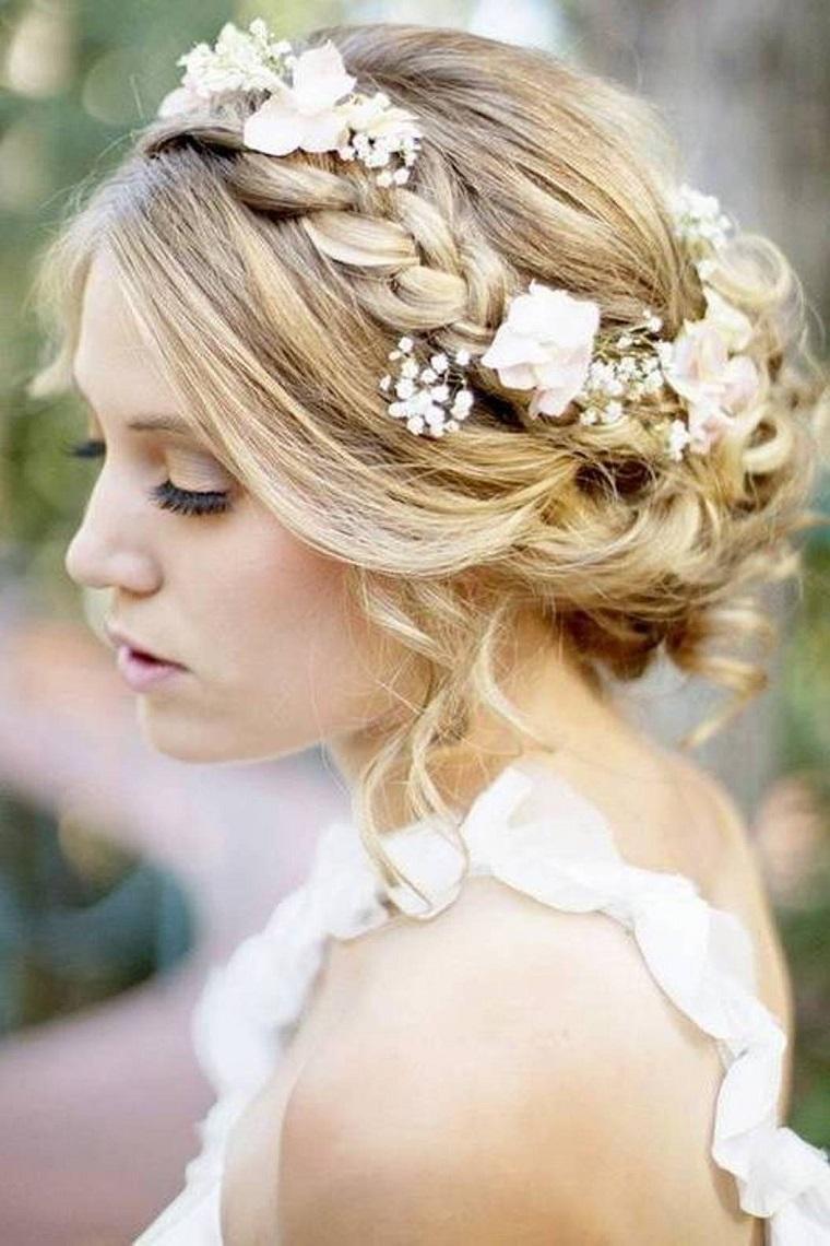 acconciatura-sposa-raccolto-morbido-corona-fiori