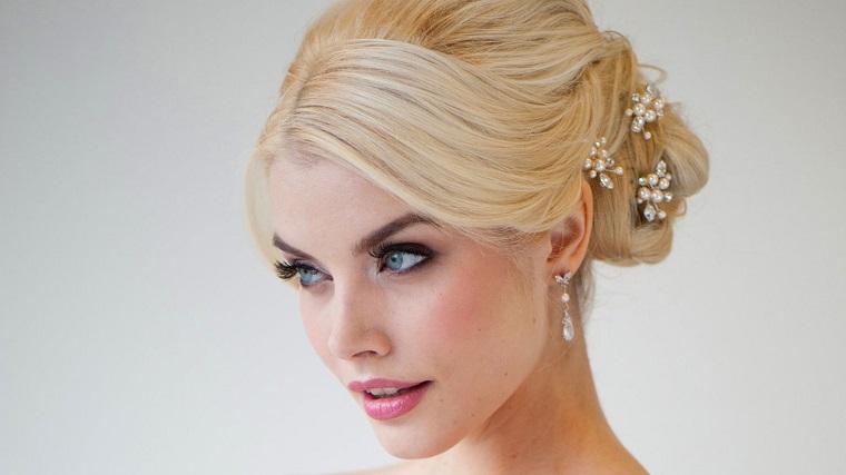 acconciatura-sposa-raccolto-perle-puntate