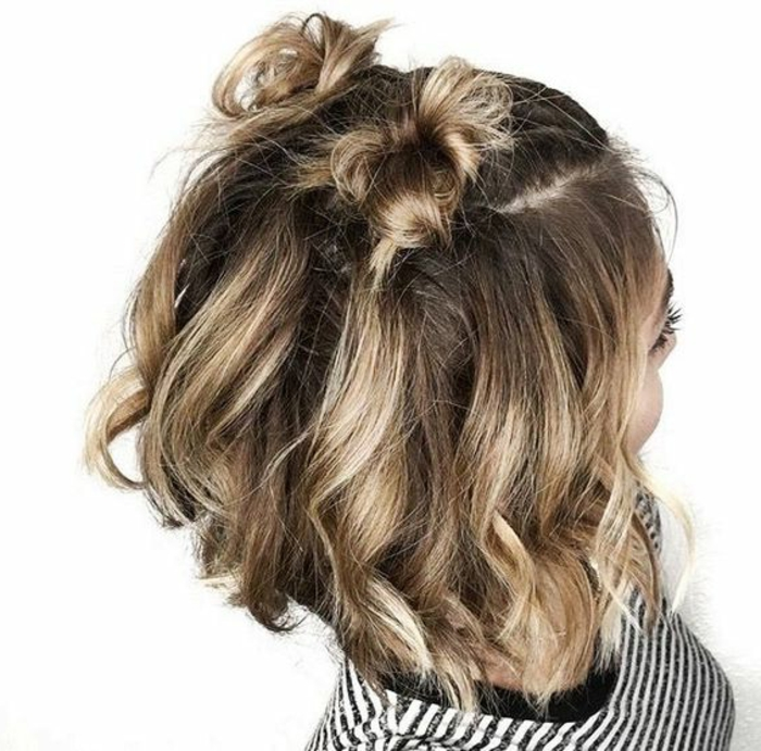 acconciature-capelli-corti-chignon-piccoli-divisi-in-due-parti-taglio-capelli